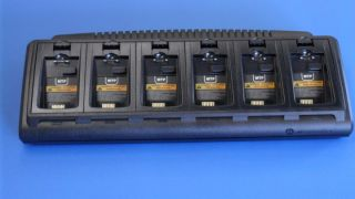 Motorola NNTN6908A Multi-Unit Charger with 6 battery pockets - EU plug